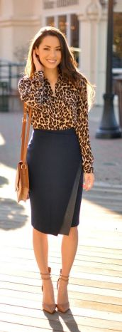 Leopard print dipadankan dengan pakaian klasik